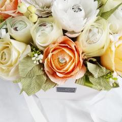 фото Букет из конфет с розами и герберами