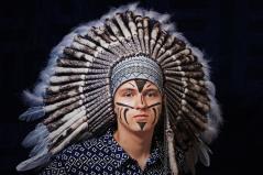 картинка Белый индейский Роуч из меха и перьев
