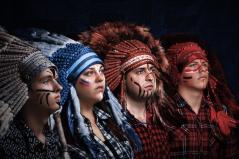 фотография Индейский Роуч из меха и перьев