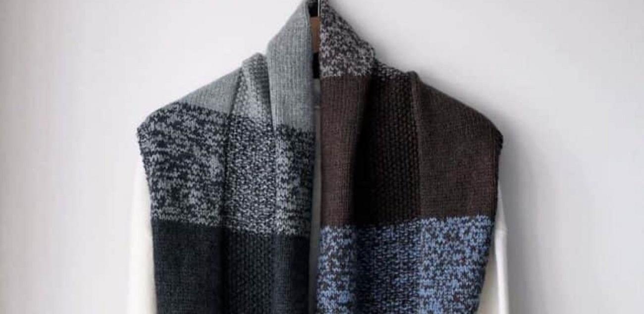 Фото для материала: Объемный шарф-снуд спицами