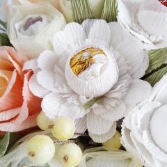 фотография Букет из конфет с розами и герберами