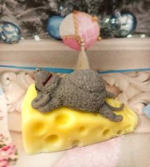 изображение Мышка на сыре МЫЛО Символ 2020 года