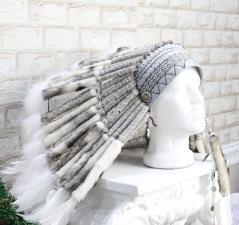 фотография Белый индейский Роуч из меха и перьев