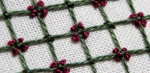 Оригинальная вышивка-решётка. 8 разных примеров