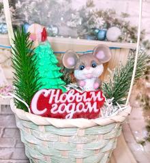 изображение Подарок в корзине на Новый год