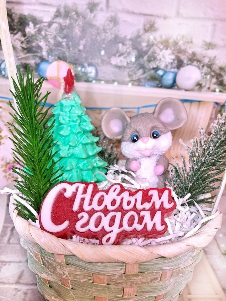 фото Подарок в корзине на Новый год