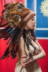 картинка Индейский Роуч из меха и перьев