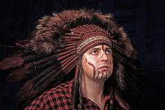 изображение Индейский Роуч из меха и перьев