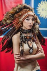 фото Индейский Роуч из меха и перьев