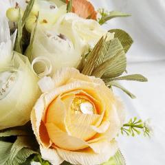 картинка Букет из конфет с розами и герберами
